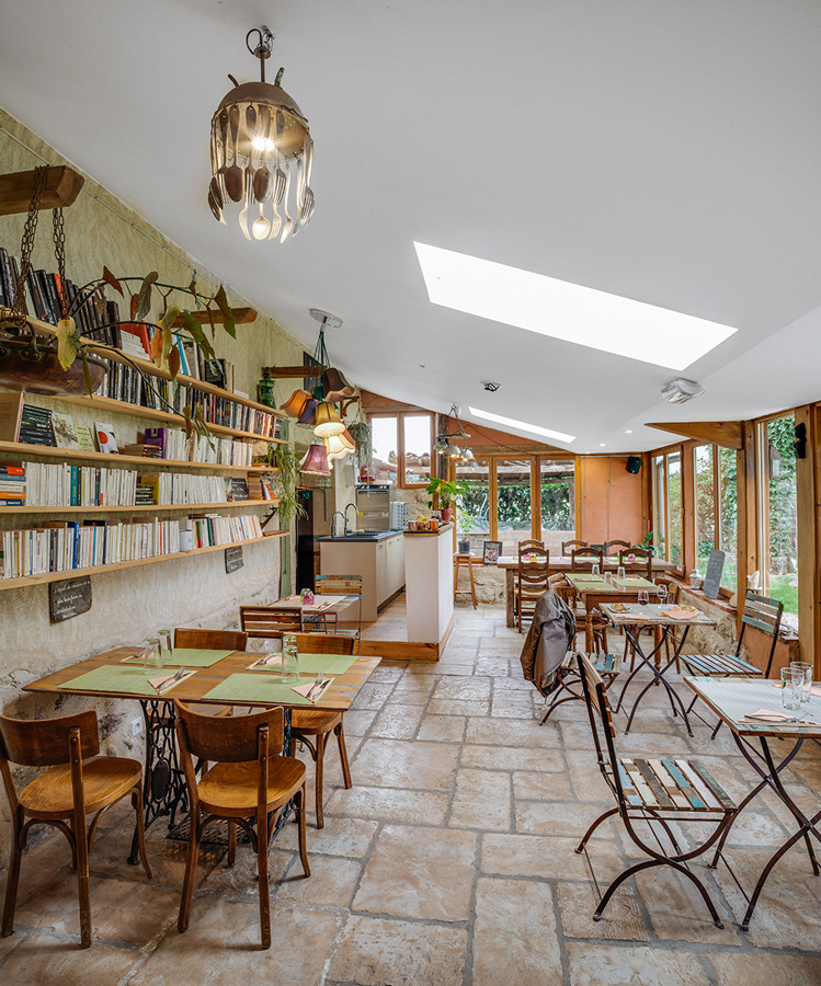 Restaurant et bibliothèque